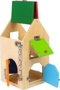 Casita de cerraduras al estilo Montessori