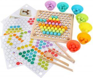 Tablero Montessori con cuentas y palillos