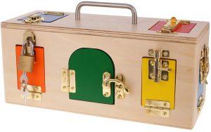 Caja con cerraduras y puertas Montessori