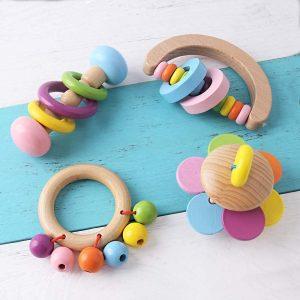 Sonajeros para bebés al estilo Montessori